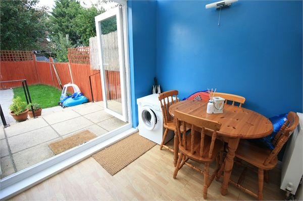 Thumbnail Semi-detached house to rent in Fernside Avenue, Feltham