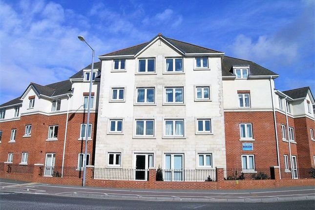 Flat to rent in Victoria Avenue, Chard