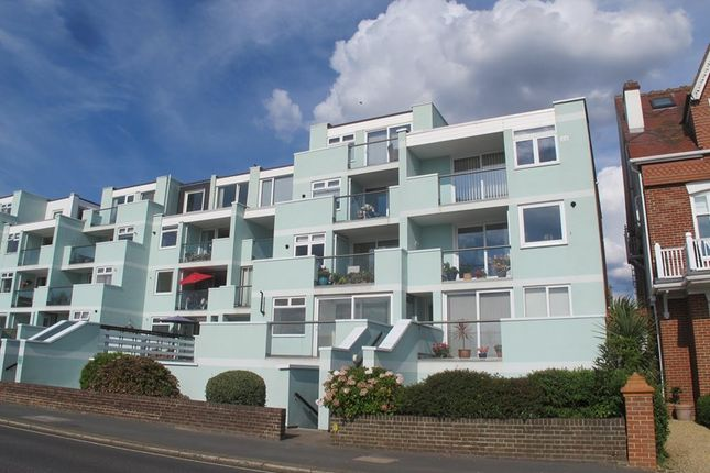 Thumbnail Flat to rent in Marine Parade West, Lee-On-The-Solent, Hampshire