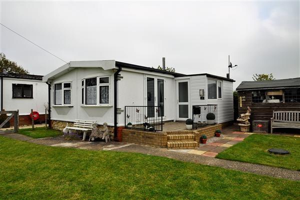 Thumbnail Mobile/park home for sale in Bedlam Lane, Egerton, Ashford