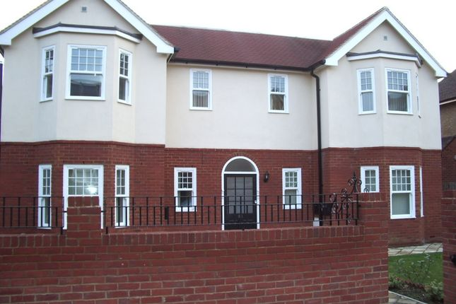 Thumbnail Flat to rent in Northwood Road, Whitstable