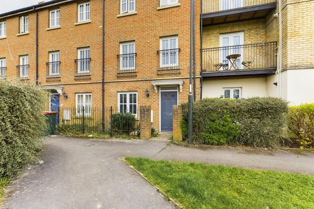 5 bed town house for sale in Trist Way, Ifield, Crawley RH11