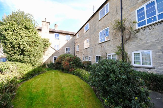 Thumbnail Flat for sale in Woodgreen, Witney