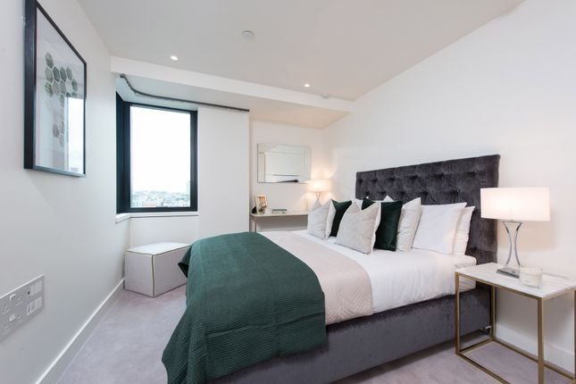 Thumbnail Flat for sale in Blake Tower, Fann Street, London