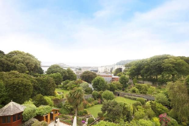 Thumbnail Flat for sale in L'hyvreuse, Cambridge Park, St Peter Port, Guernsey