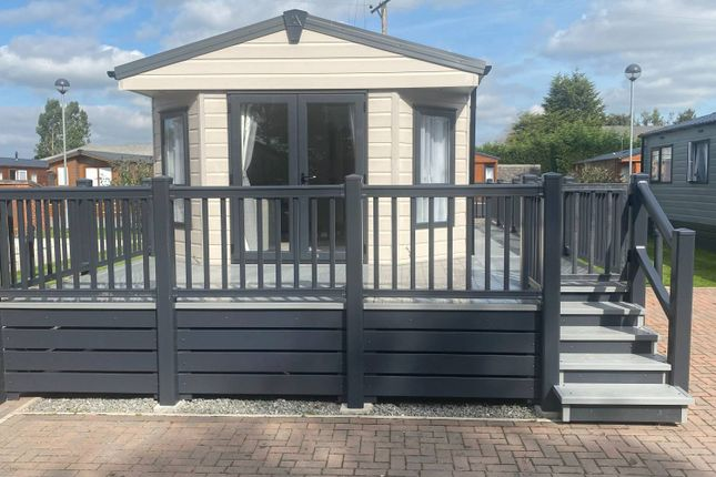 Thumbnail Mobile/park home for sale in Cliffe Common, Selby