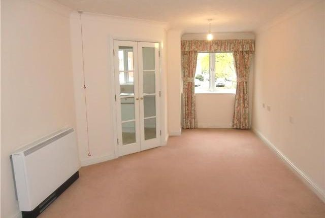 Thumbnail Flat to rent in Spencer Court, Britannia Road, Banbury, Oxfordshire