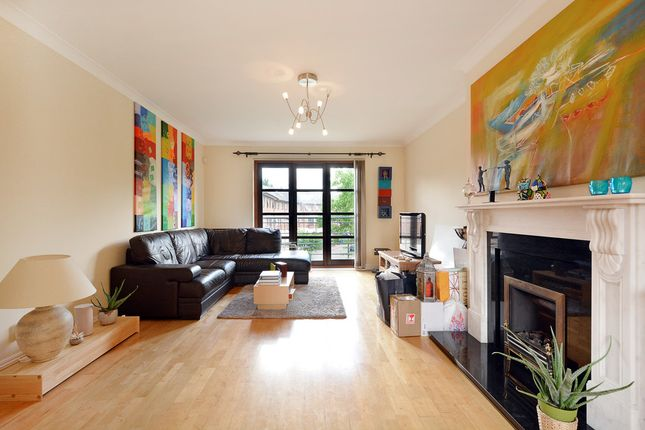 Thumbnail Flat for sale in Finland Street, London