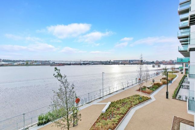 Thumbnail Flat to rent in Liner House, Royal Wharf, Docklands