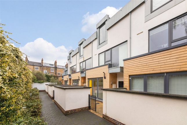 Thumbnail Mews house for sale in Willow Walk, Islington, London