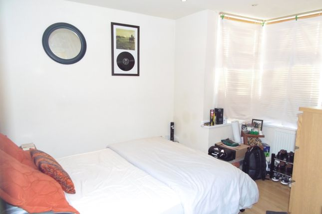 Flat in  Avarn Road  Tooting S East London