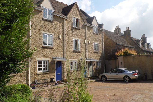 Thumbnail Town house to rent in Swan Court, Witney