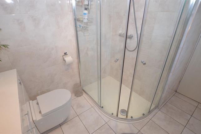 Ensuite of Woodland Rise, Studham, Dunstable, Bedfordshire LU6