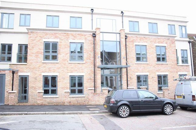 3 bedroom flat to rent in Stainforth Road, Walthamstow