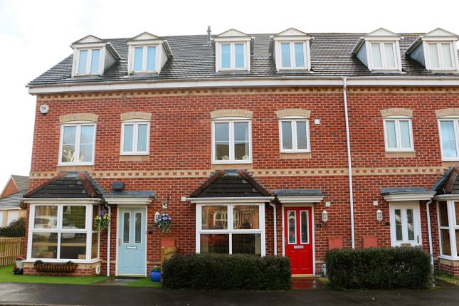 Thumbnail Town house to rent in Blunt Road, Beggarwood, Basingstoke