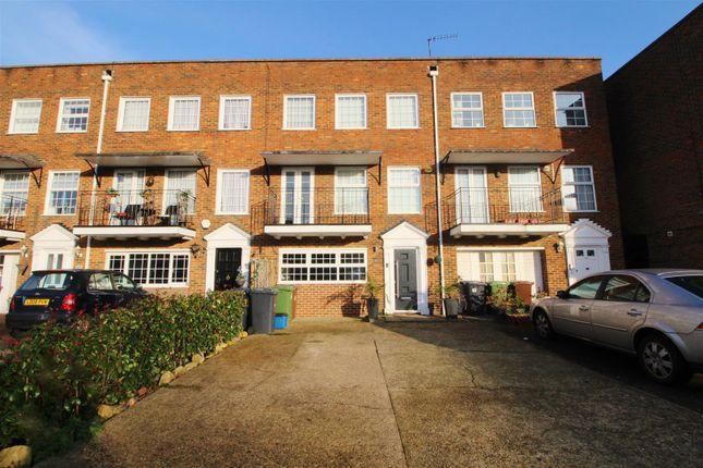 Thumbnail Town house to rent in Cavendish Crescent, Elstree, Borehamwood