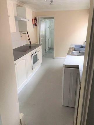 Thumbnail Property to rent in North Hill Road, Mount Pleasant, Swansea