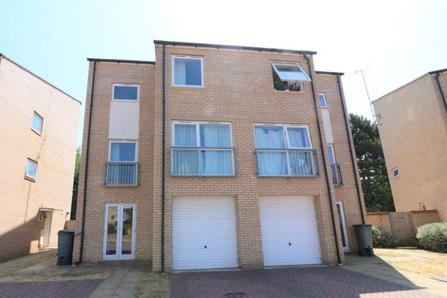 Thumbnail Town house to rent in Aviation Avenue, Hatfield