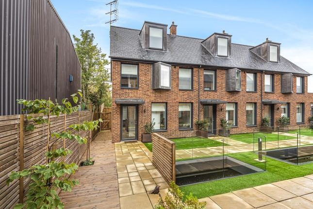 3 bed town house for sale in Bewick Mews, Hungerford RG17