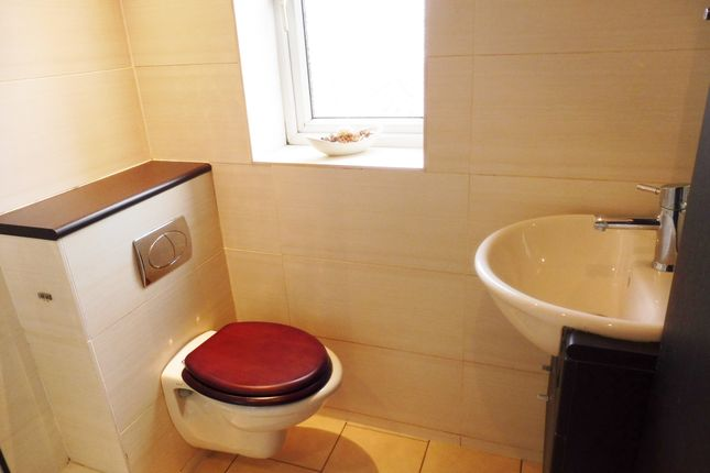 Bathroom of Queens Gardens, Wombwell Barnsley S73