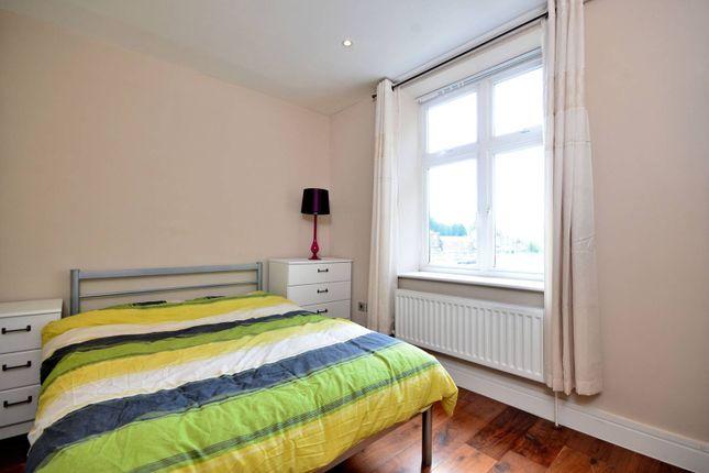 Thumbnail Flat to rent in Chiswick High Road, Gunnersbury