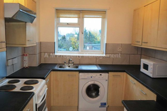 Thumbnail Flat to rent in Shinfield Road, Reading