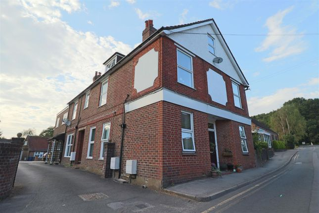 2 bed flat to rent in Church Road, Shottermill, Haslemere GU27