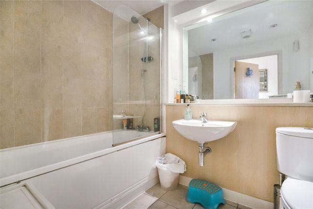 Bathroom of Garway Court, 1 Matilda Gardens, London E3