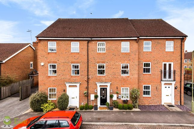 4 bed town house for sale in Creswell, Hook RG27