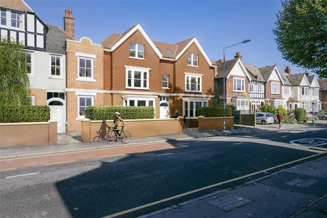 Thumbnail Flat for sale in Lingfield Avenue, Kingston Upon Thames