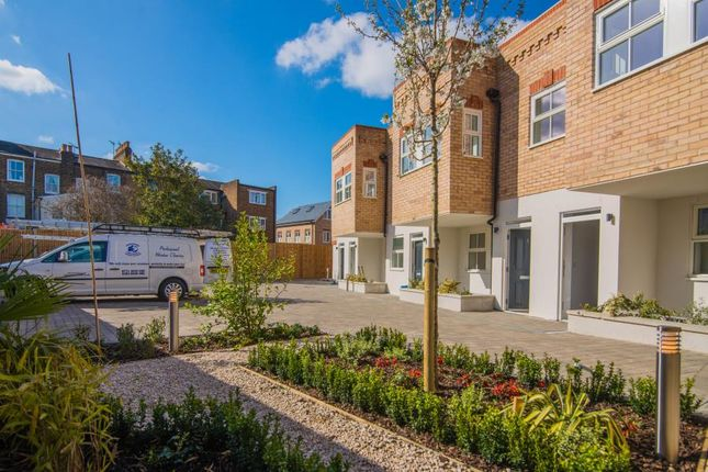 Thumbnail Flat for sale in Brookfield Mews, Barnes