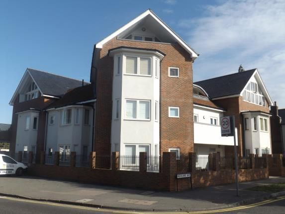 Thumbnail Flat for sale in Highland Avenue, Brentwood, Essex