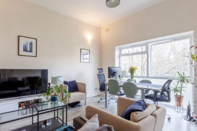 3 bed flat to rent in Cavendish Road, London NW6