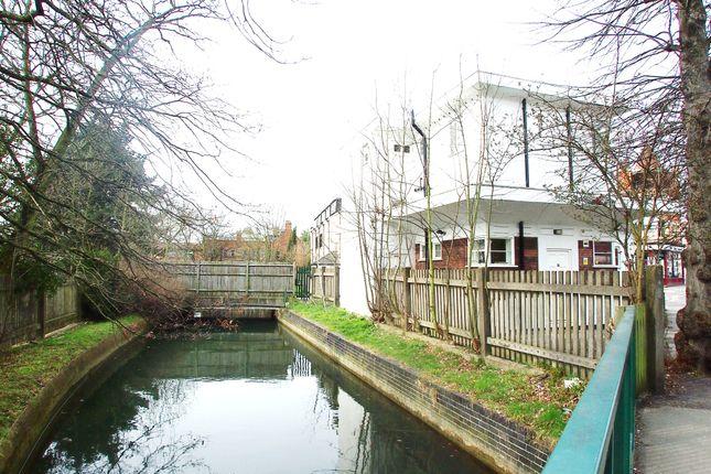 Thumbnail Flat to rent in Farm Road, Winchmore Hill