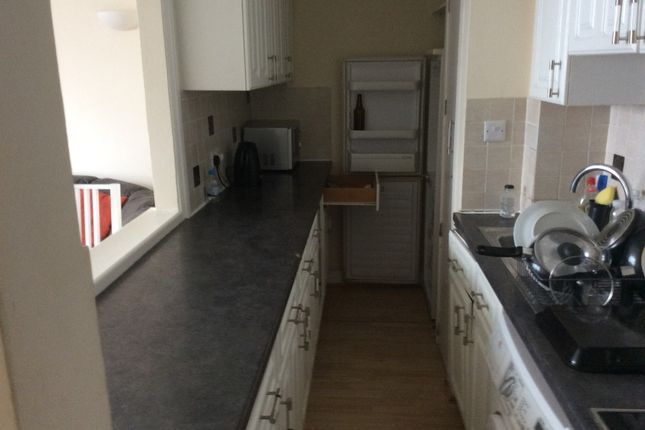 2 bed property to rent in Arundel Gardens, London