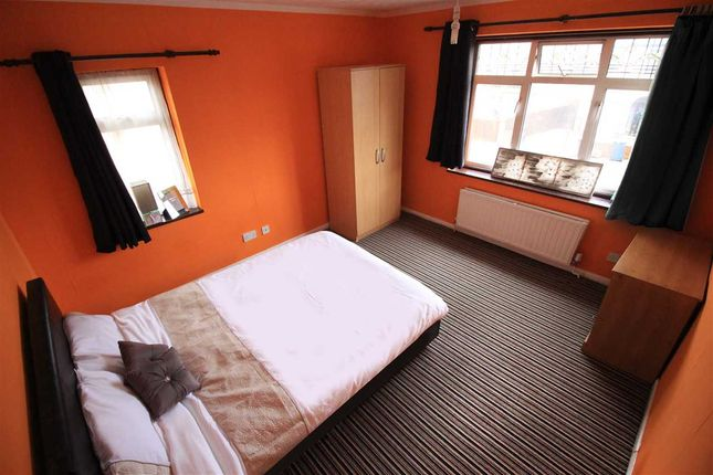 Thumbnail Shared accommodation to rent in Eugster Avenue, Kempston, Bedford