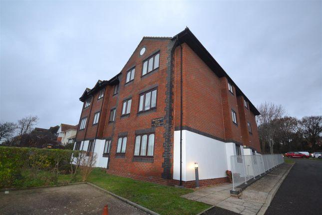 Flat to rent in De La Warr Road, Bexhill On Sea