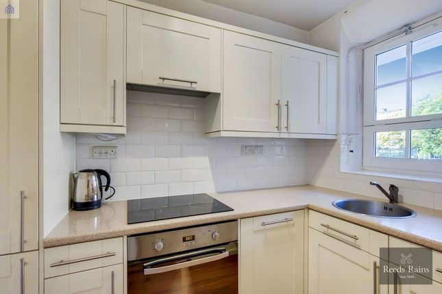 Flat to rent in Vauxhall Street, London
