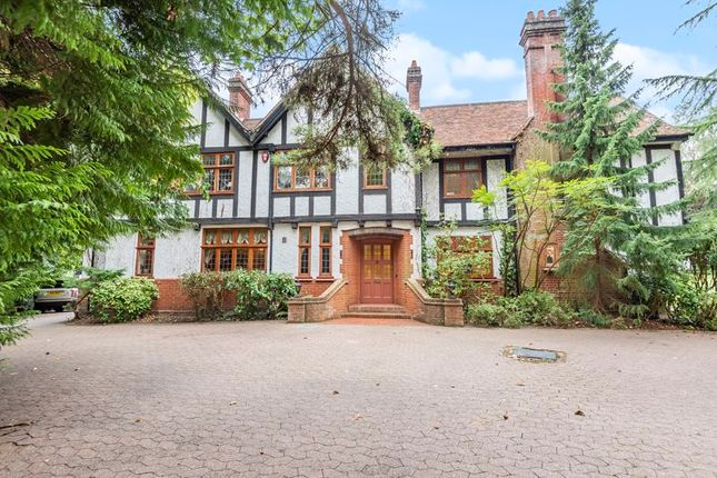 Thumbnail Detached house for sale in The South Border, Purley