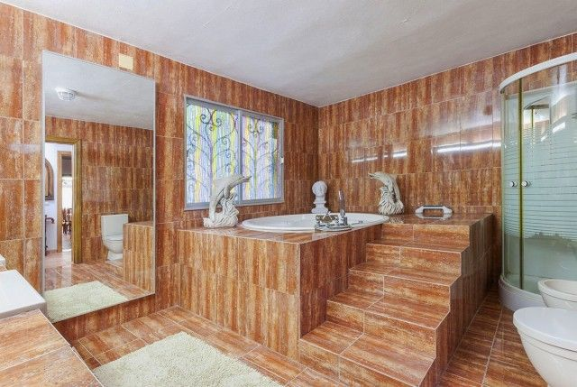 Bathroom 1 of Spain, Mallorca, Campanet
