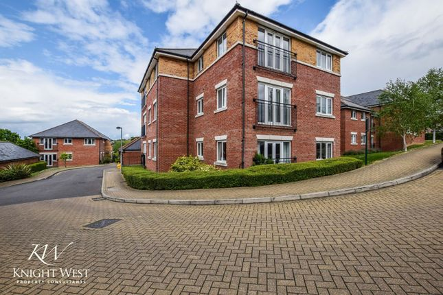 Thumbnail Flat for sale in Ratcliffe Court, Colchester
