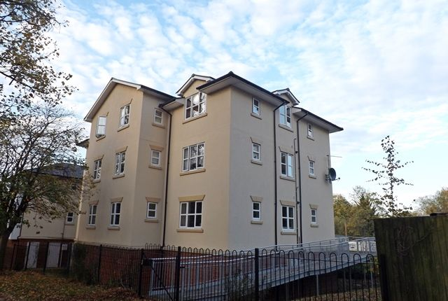Thumbnail Flat for sale in Pippins Court, Waterside, Evesham