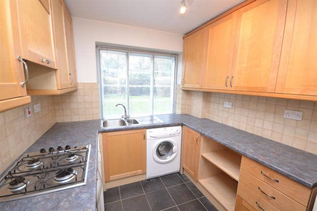 2 bed flat to rent in Denison Close, East Finchley