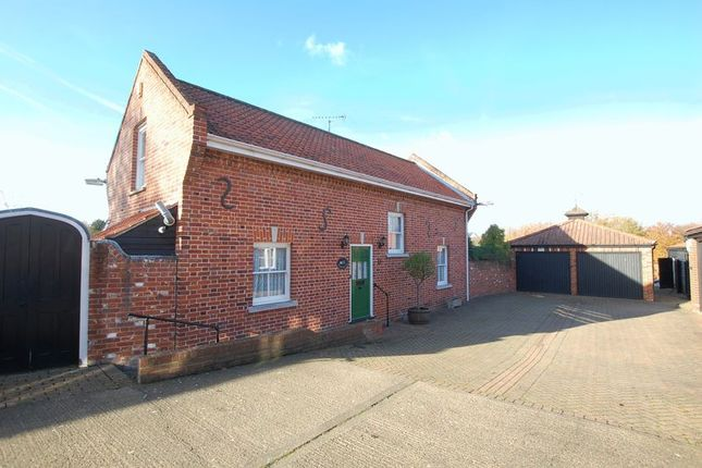 Thumbnail Cottage for sale in High Road, Orsett, Grays