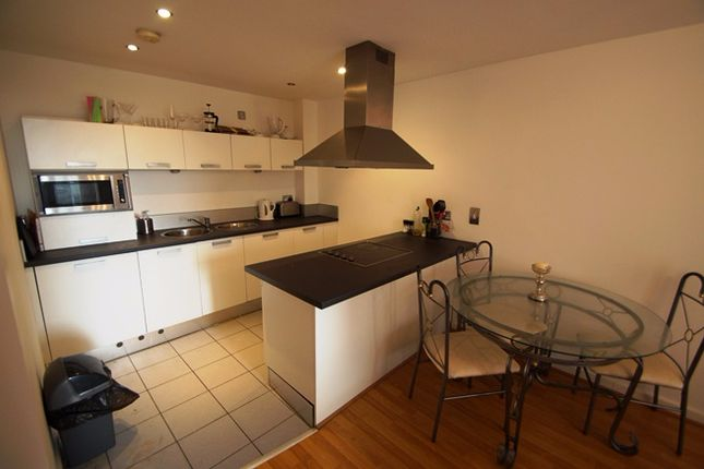 2 bed flat to rent in Lord Street, Manchester