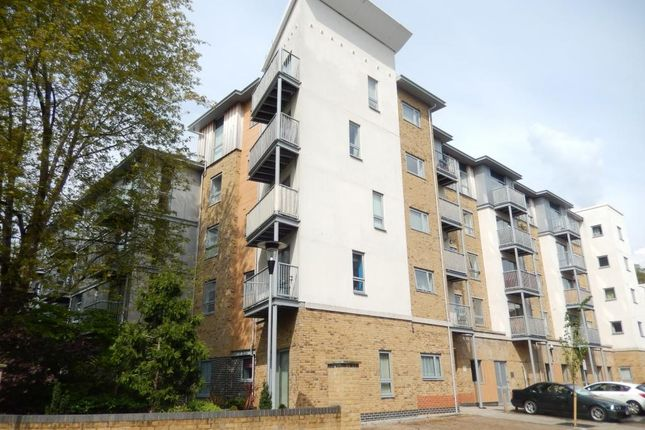 Thumbnail Flat for sale in Calloway House, Farnborough
