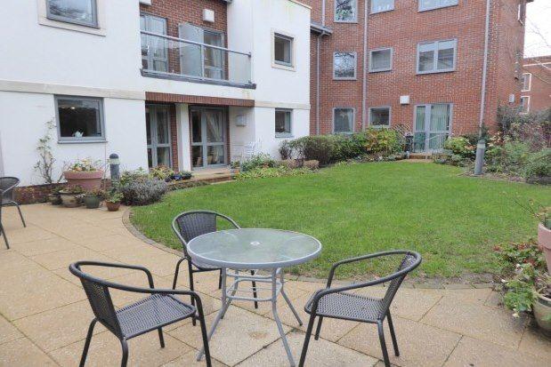 Thumbnail Flat to rent in Oatlands Avenue, Weybridge