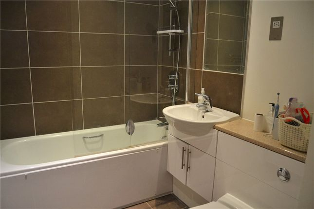 Bathroom of Parkway, Newbury, Berkshire RG14