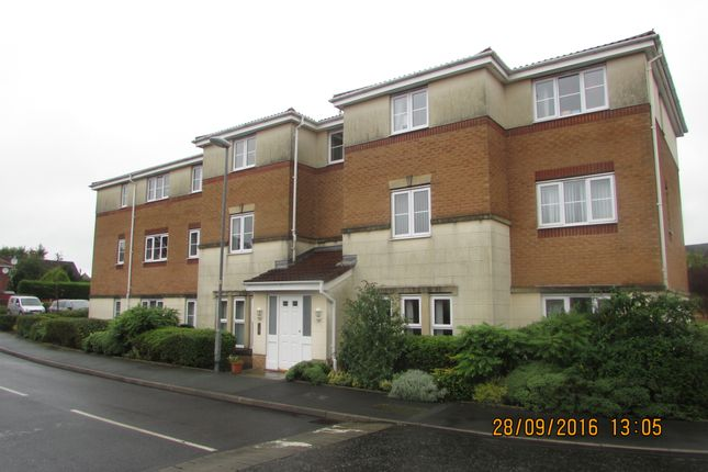 Thumbnail Flat to rent in Cravenwood, Ashton Under Lyne