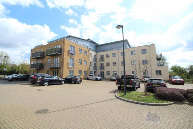 2 bed flat to rent in Golden Jubilee Way, Wickford SS12